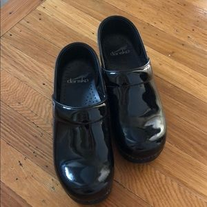 Dansko clogs like new size 36 black shiny